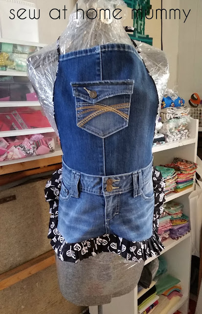 Super cute recycled jeans kitchen apron made by Sew at Home Mummy | http://www.sewathomemummy.com/2015/08/tgiff-farmgirl-apron.html