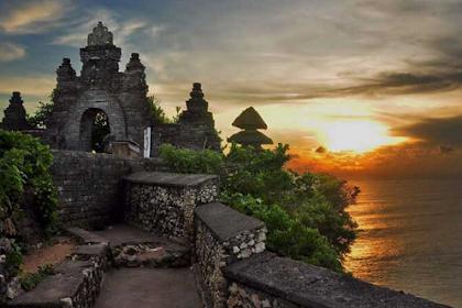 10 Gambar Wisata Pura Uluwatu Bali, Harga Tiket Masuk dan Rute Menuju Lokasi