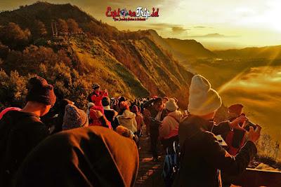 bukit cinta sunrise spot