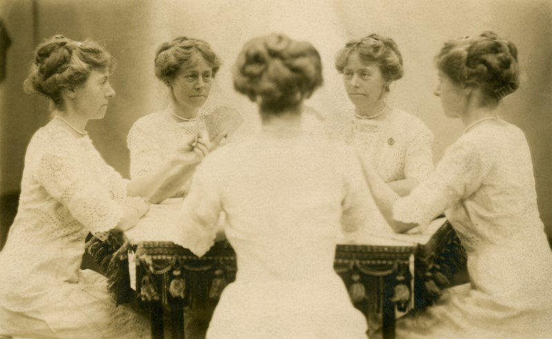 Rare And Interesting Mirror Portrait Photos From Between