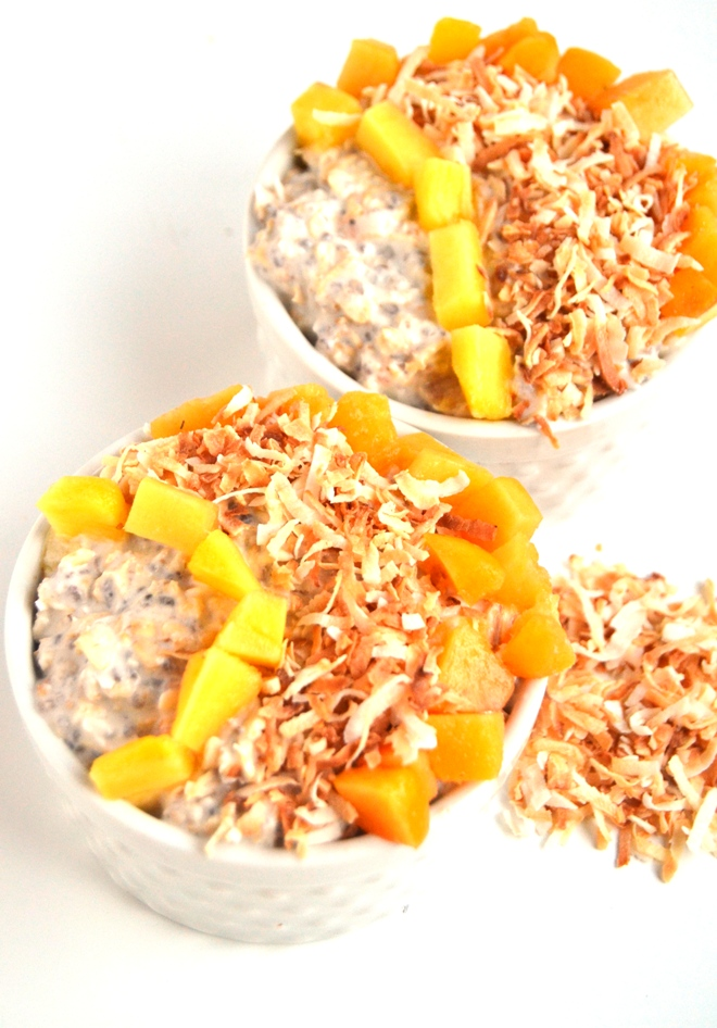 Tropical Overnight Oats take 5 minutes to make and are loaded with delicious flavors of toasted coconut, pineapple and mango for a nutritious, easy breakfast! www.nutritionistreviews.com
