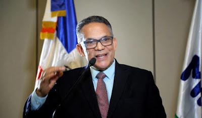 Ministro de Administración Pública  propondría en CP que Danilo participe en primarias