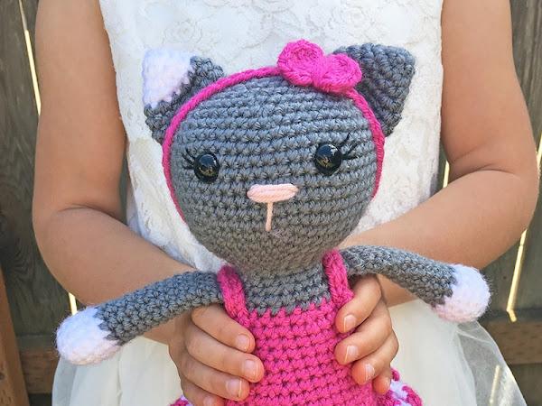 Amigurumi Ballerina Kitten - A Free Crochet Pattern