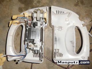 memperbaiki mixer pengaduk adonan