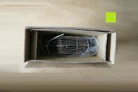 Verpackung öffnen: Andrew James großer 45cm Bodenventilator aus Metall – 100 Watt, kraftvoller Luftfluss, 3 Geschwindigkeitseinstellungen und verstellbarer Neigung – 2 Jahre Garantie