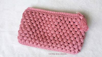 https://conhiloslanasybotones.blogspot.com.es/2017/04/neceser-crochet-punto-garbanzo.html