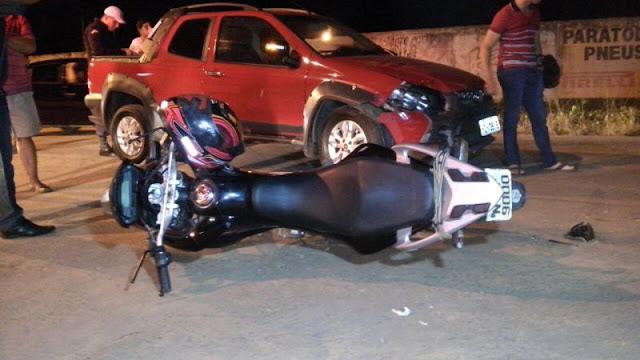 Acidente em Ariquemes deixa motociclista com fratura exposta