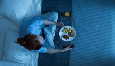 Efek Kesehatan Buruk Akibat Makan Larut Malam