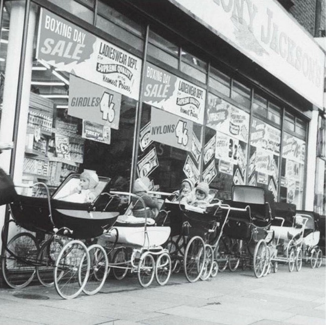 babies-in-prams-outside-shop