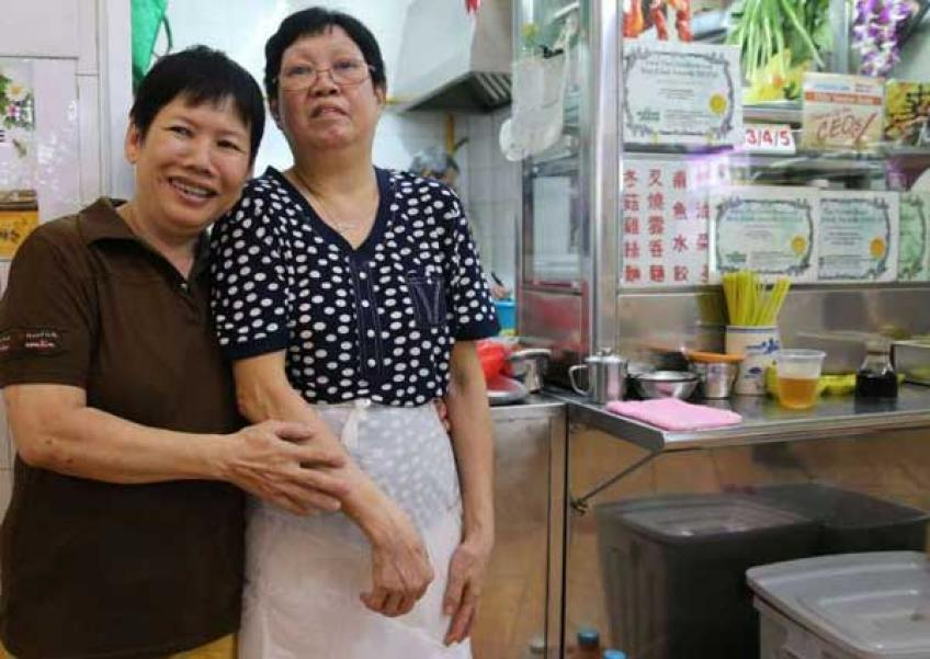 Good friends: Soya bean milk stallholder (left) and wonton mee stallholder.