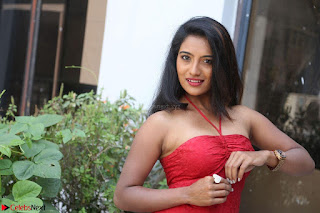 Mamatha sizzles in red Gown at Katrina Karina Madhyalo Kamal Haasan movie Launch event 180.JPG