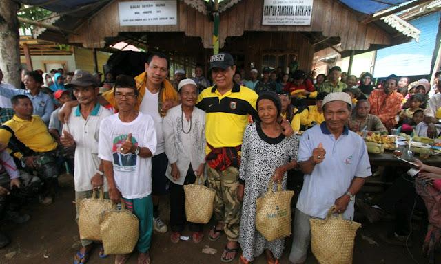 Paman Birin Kembali Turun ke Desa, Sapa Rakyat Pelosok Sambil Berbagi Paket Sembako