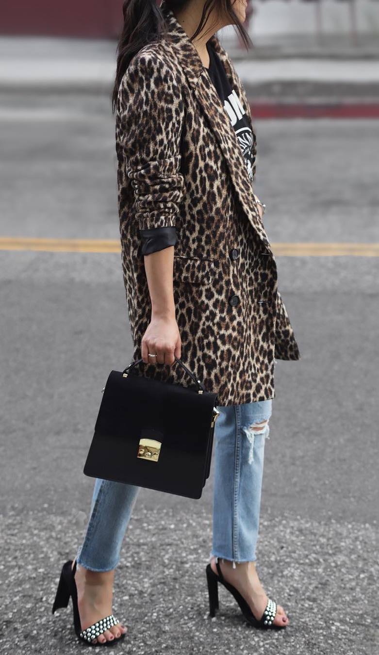 how to wear a leopard coat : printed tee + ripped jeans + bag + heels