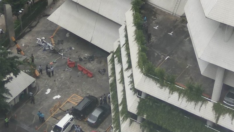 Gondola jatuh di Intiland Tower, Jl Jend Sudirman Jakarta