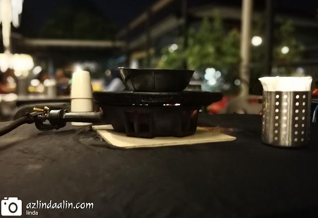 ISLAND BBQ STEAMBOAT TEMPAT MAKAN MURAH DI KG SUBANG SELANGOR - Salam Ramadan semua ! Mood dah kelaut nak masak-masak ni ! Mood korang macamana? Nampaknya, makan luar lagi lah kami. Alaang-alang kami jumpa tempat makan best dan murah. Ada baiknya, mummy kongsikan kat blog mummy untuk tatapan korang yang sedang mencari tempat makan murah dan sedap di sekitar Subang !    ISLAND BBQ STEAMBOAT TEMPAT MAKAN MURAH DI KG SUBANG SELANGOR ISLAND BBQ STEAMBOAT TEMPAT MAKAN MURAH DI KG SUBANG SELANGOR ni memang berbaloi mummy dan keluarga makn kat sini. Sebab kami hanya bayar buffet untuk laki bini sebanyak RM34.90 (seorang) untuk buffet Ramadan dan anak-anak kami makan FREE since depa tu semua belum berumur 6 tahun lagi. Bagi anak berumur 6 hingga 12 tahun bayarannya pun tak mahal RM9.90 seorang je ! Berbaloi kan? Setuju tak dengan pendapat mummy ISLAND BBQ STEAMBOAT TEMPAT MAKAN MURAH DI KG SUBANG SELANGOR?