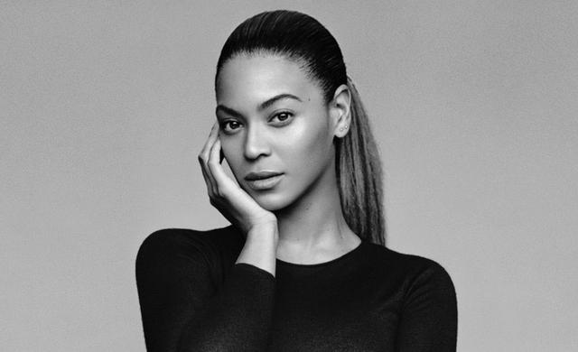 Beyoncé cae sobre patines en comercial para su línea de ropa (VIDEO)