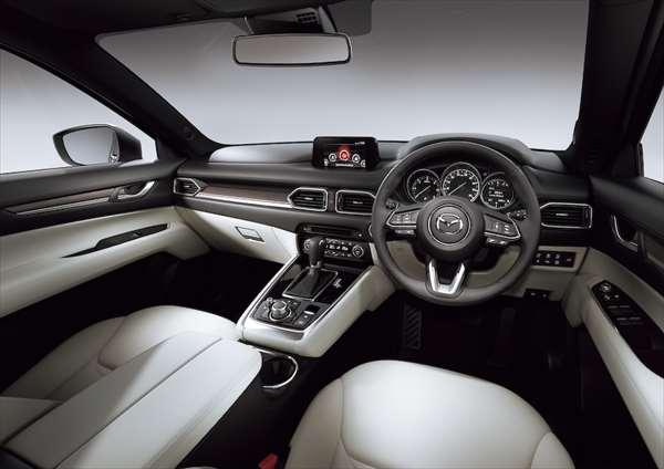 マツダ新型CX-8 内装インパネ画像