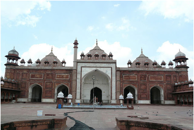 Top 6 Mosques in India 8