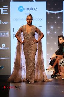 Bollywood Actress Bipasha Basu Walks On Ramp For Fali Shane Pea At LFW Summer 2017  0017.jpg