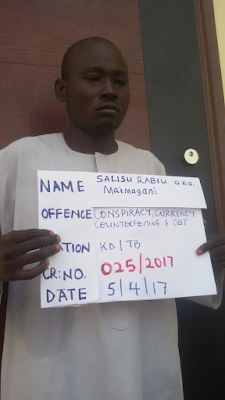 EFCC arrest 5 notorious fraudsters in Kaduna, recovers fake $570,000 (Photos)
