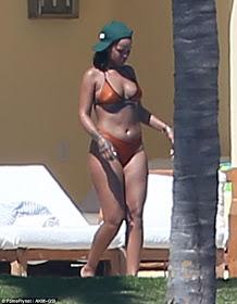 Sexy Rihanna bikini body