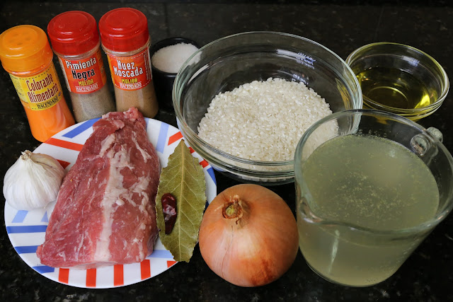 Ingredientes para arroz caldoso con carne