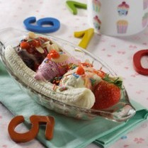 cara membuat ice cream banana split strawberry