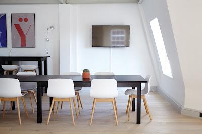 Oficina con luz natural
