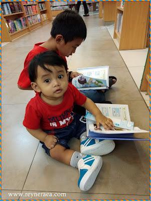 bayi gemar membaca