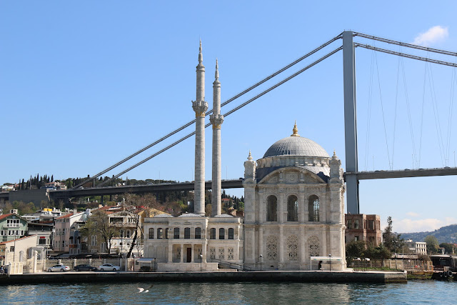 90 minutes Cruise with Sehir Hatlari along Bosphorus Strait in Istanbul, Turkey