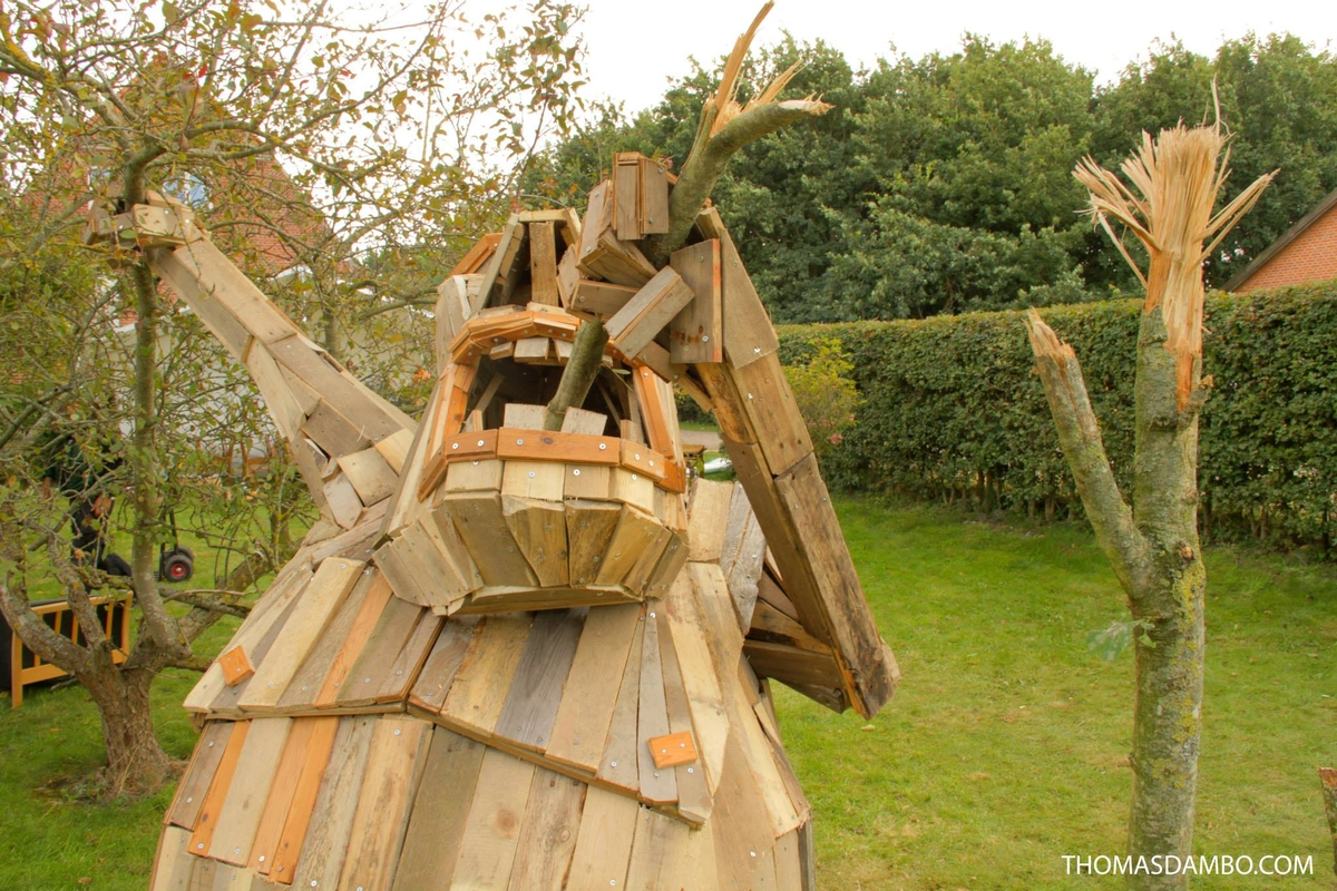11-Mr-Jack-Lumber-Thomas-Dambo-Large-Interactive-Recycled-Wooden-Sculptures-www-designstack-co