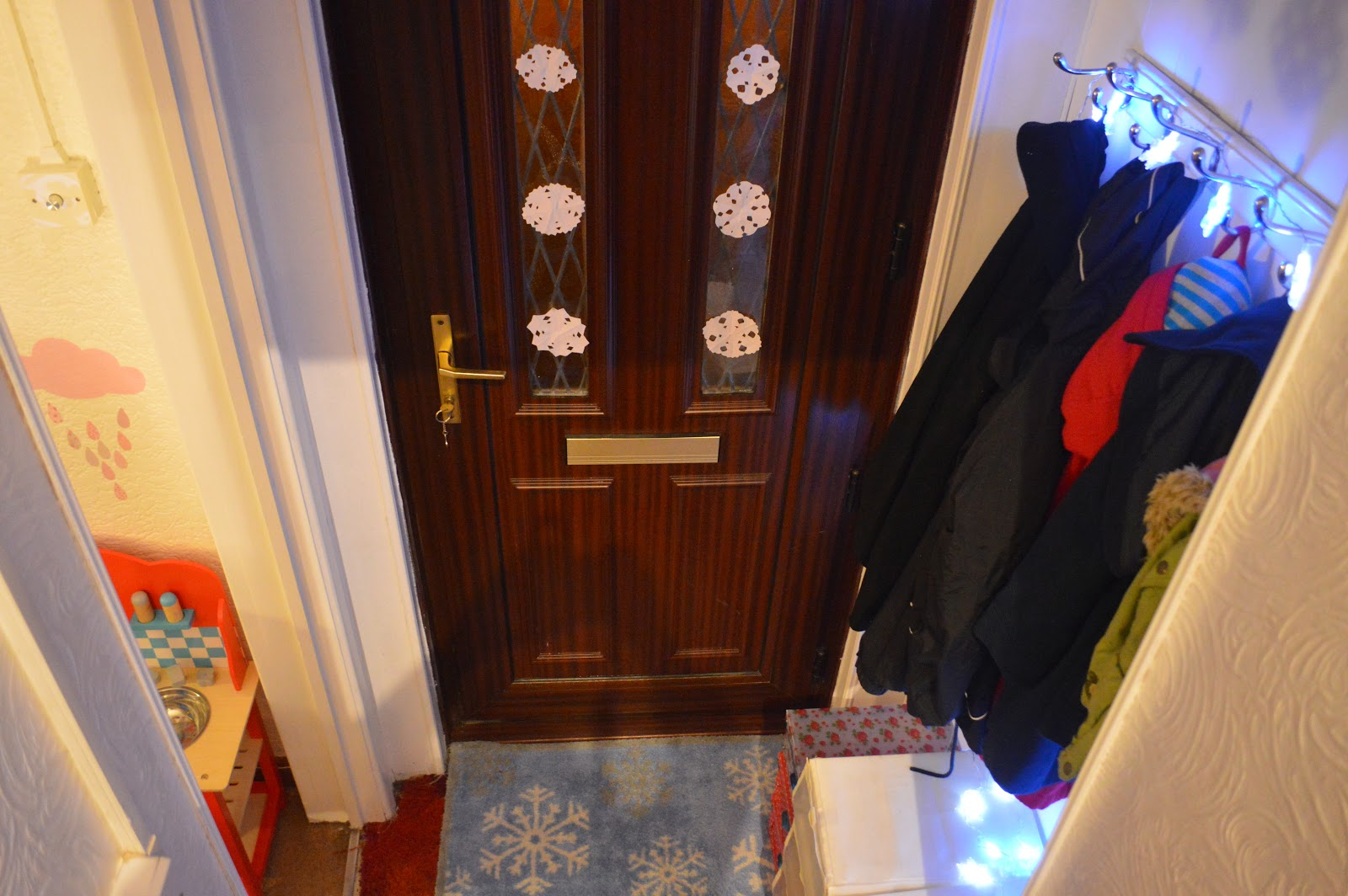 , A Small Snowflake Hallway Gives a Bright Welcome