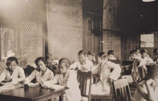Makalah Perkembangan Kebudayaan Masa Penjajahan Jepang, Bahasa dan Sastra