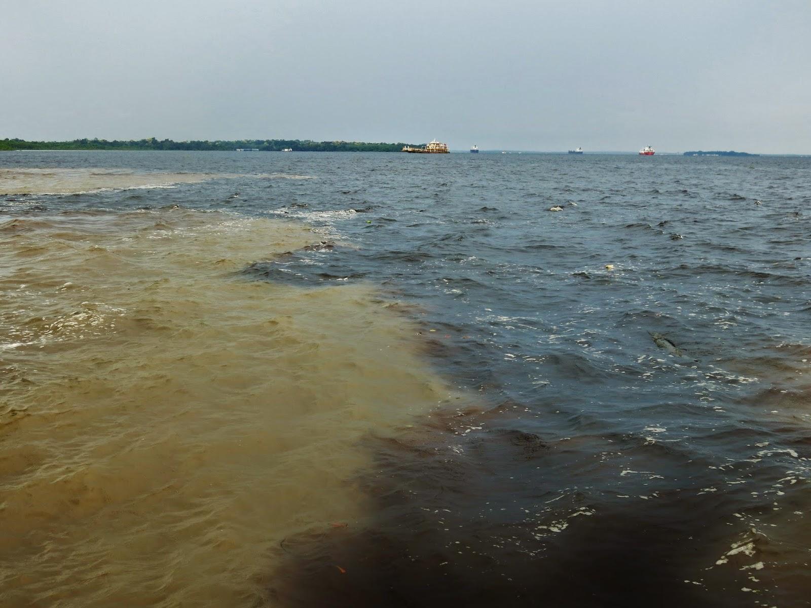 Encontro das águas do Rio Negro e Solimões, em Manaus