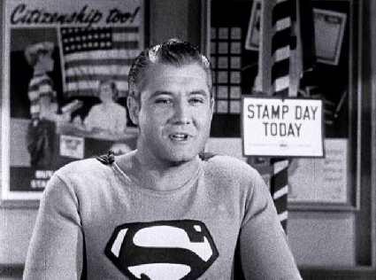 Fotograma de cortometraje norteamericano Stamp Day for Superman publicado por el  Departamento del Tesoro en 1954
