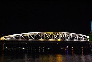 Puente de Hue de noche
