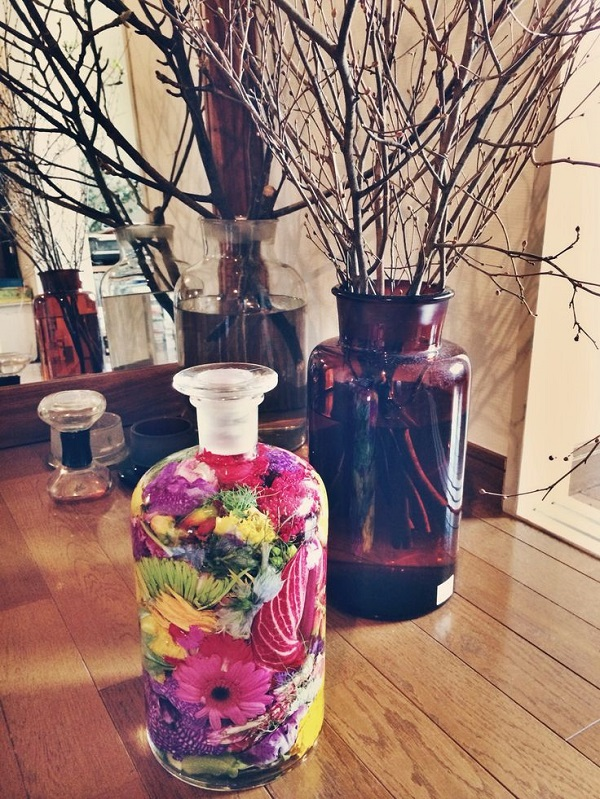 I love how this floral genius pushes the boundaries and tries to showcase  gorgeous blooms in unusual ways. This bottle flower project might be my ...