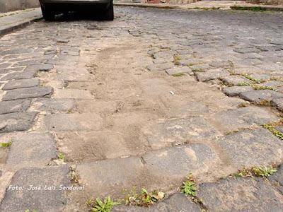 Las calles  del casco histórico de Arucas,Gran Canaria, en penoso estado