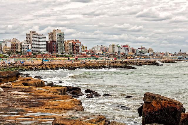 La costa, el mar y la ciudad de Mar del Plata