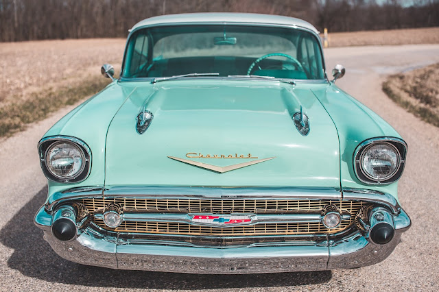 Vintage US Car Photo by Court Prather on Unsplash