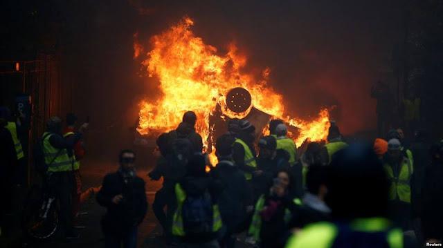 Bạo loạn 'áo gi-lê vàng' biến trung tâm Paris thành bãi chiến trường