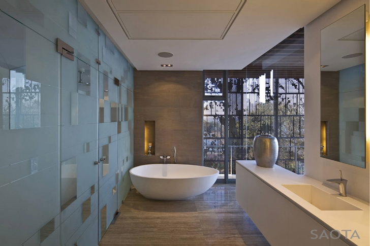 Bathroom in African modern villa in Durban by SAOTA