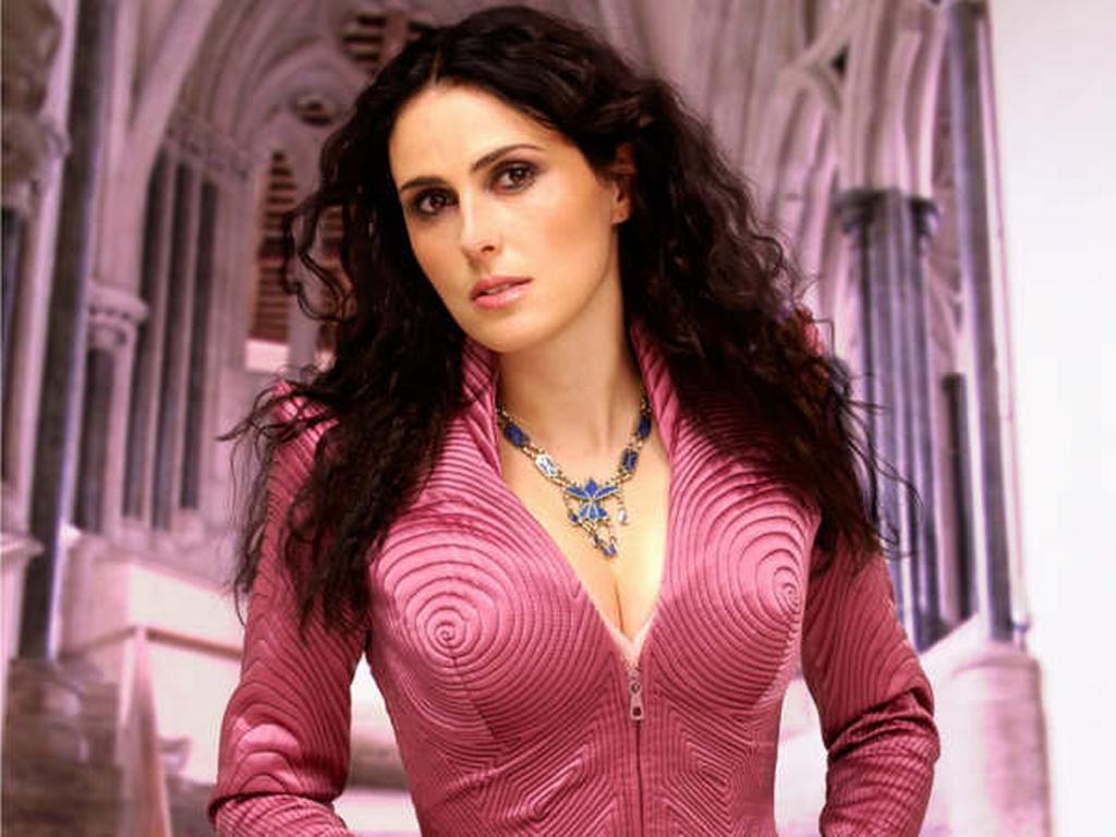 Prome Magazine Sharon Den Adel Wallpaper
