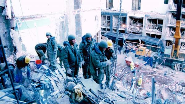 Los miembros de la Unidad de Búsqueda y Rescate enviada por Israel para colaborar en la AMIA