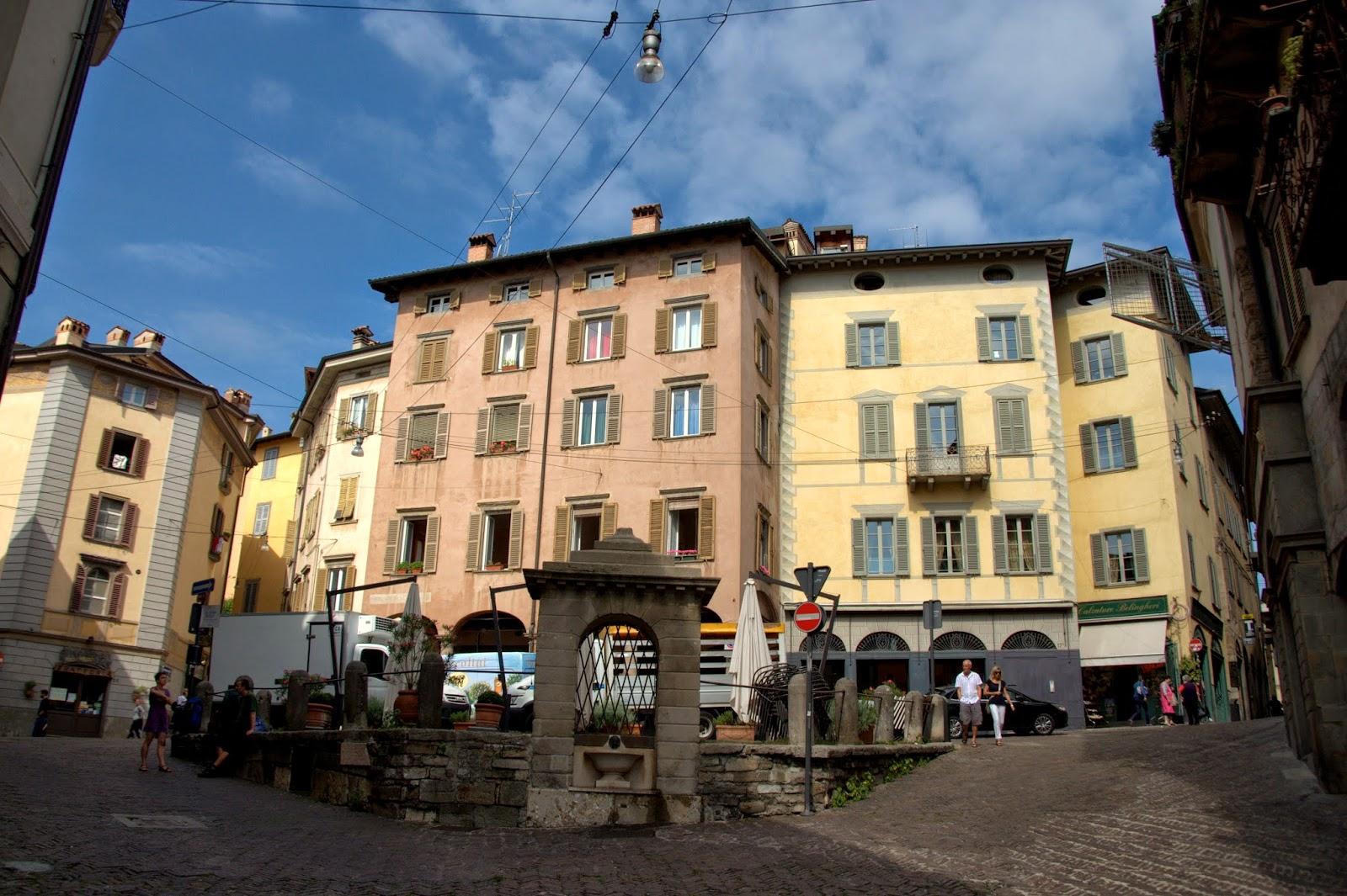 Stare miasto Bergamo, widoki, zdjęcia, rynek