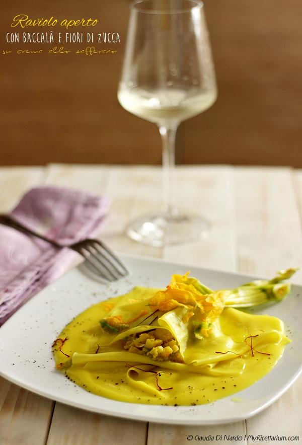 Raviolo aperto con baccalà e fiori di zucca su crema allo zafferano