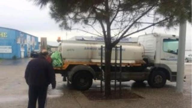 Θεσσαλονίκη: Οι υπάλληλοι του δήμου ποτίζουν... με καταρρακτώδη βροχή