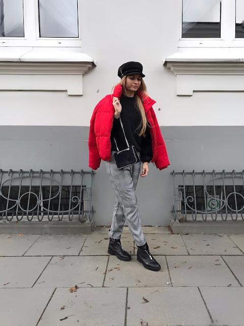 Czerwona puchowa kurtka Cubus puchówka pikowana bershka pastelowy róż pastelowa różowa mmc kurtka Maffashion belenciaga mango kaszkiet czapka Bizuu spodnie w kratę stradivarius bluza czarna z futerkiem H&M stylizacja outfit Fashion blog modowy moda pasjonatkaestetka blogerka francuski styl paryski