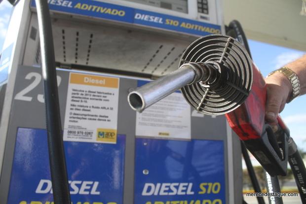 Corte no preço do diesel não chega até a bomba em 10 estados e no DF