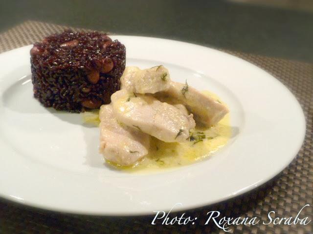 Orez negru cu alune si pui cu sos de mascarpone